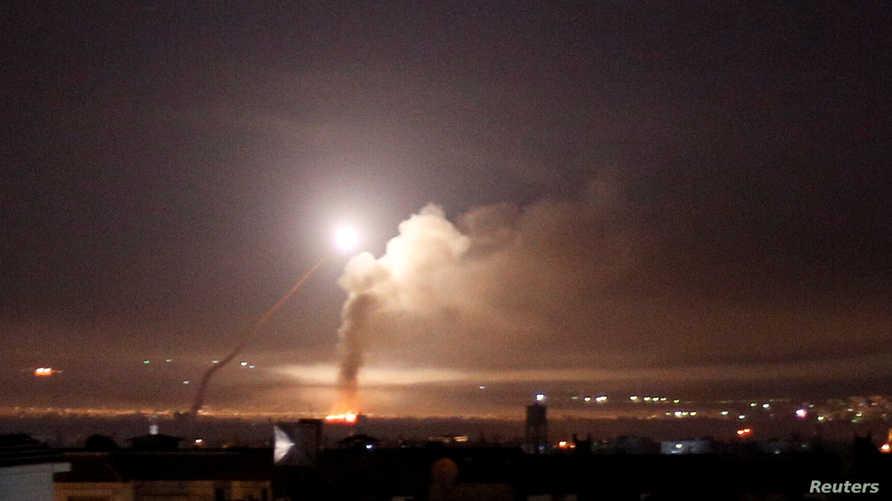 نيران صواريخ كما شوهدت في دمشق في وقت سابق