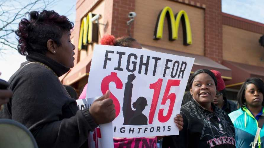 جانب من تظاهرات سابقة في مدينة شيكاغو تطالب برفع الحد الأدنى للأجور