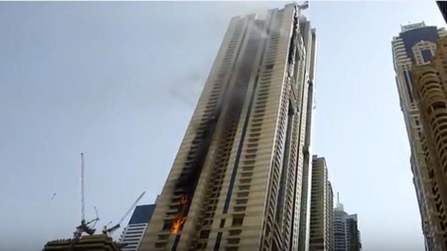 حريق في برج سلافة في منطقة المارينا بدبي