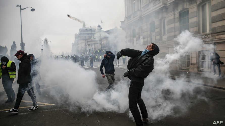 متظاهرون في باريس السبت