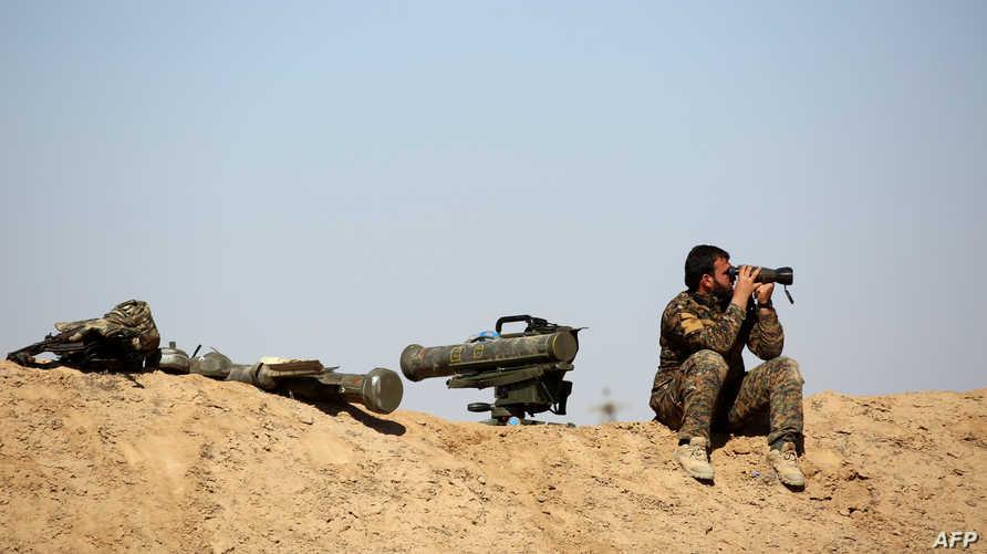 أحد عناصر قوات سورية الديموقراطية