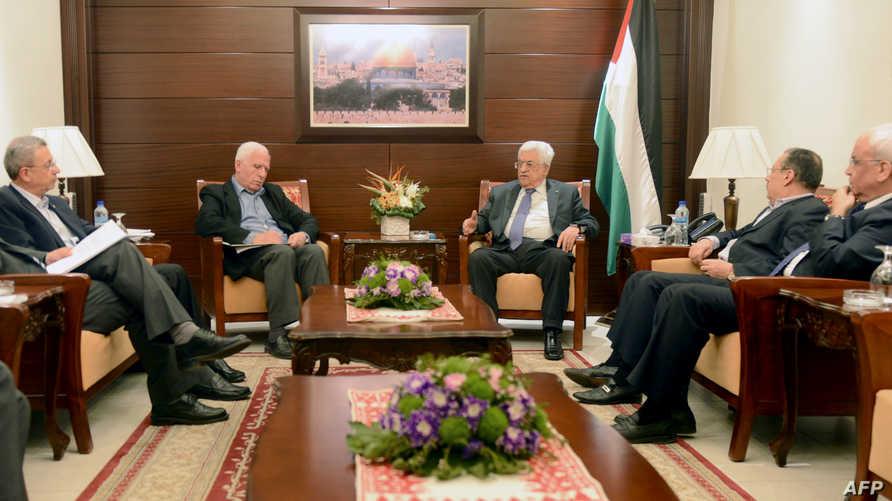 عباس يلتقي وفد منظمة التحرير في 22 نيسان/أبريل 2014