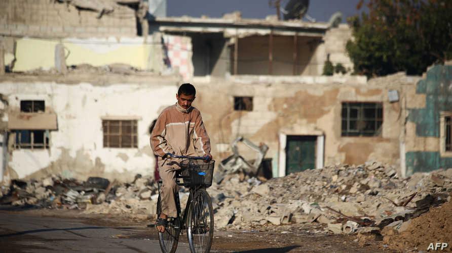 سوريون يعيشون في مناطق المعارضة