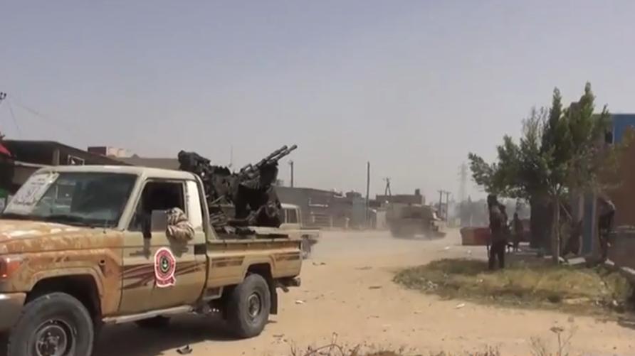 المعارك احتدمت قرب طرابلس بين الطرفين المتنازعين في ليبيا
