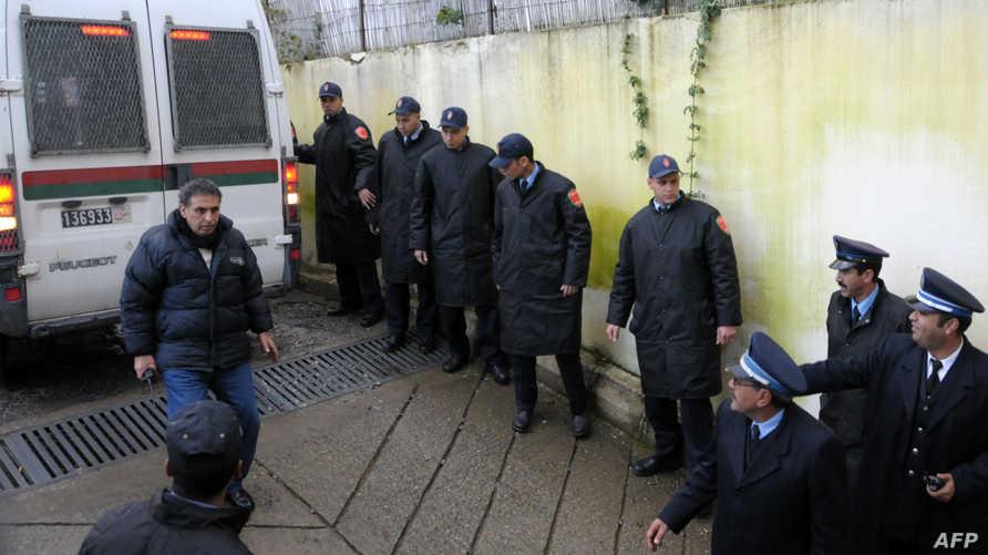 عناصر من الشرطة المغربية تؤمن محاكمة إسلاميين