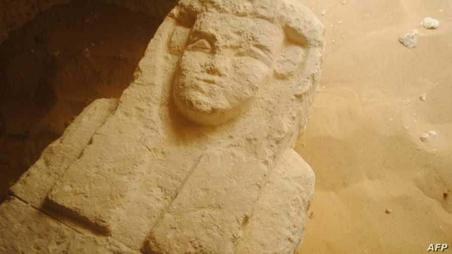 داخل إحدى المقابر المكتشفة في المنيا بمصر