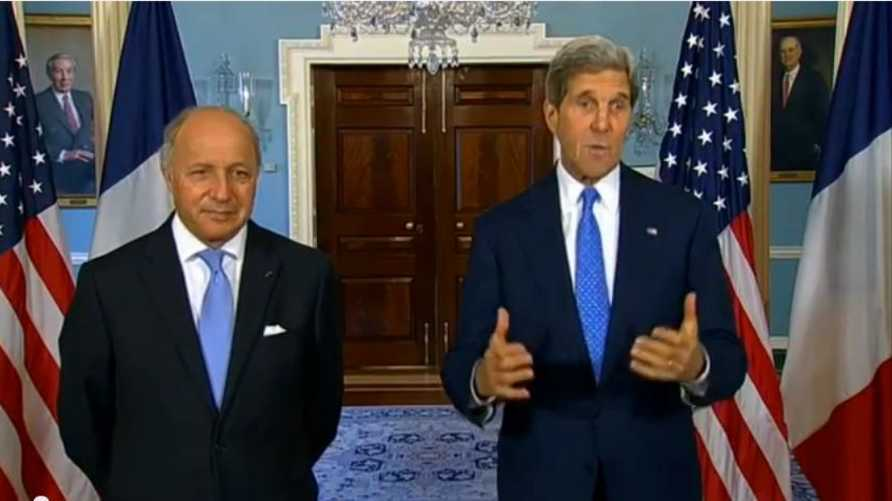 وزير الخارجية الفرنسي لوران فابيوس ونظيره الأميركي جون كيري في مؤتمر صحافي