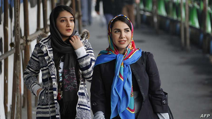 أعلنت السلطات الإيرانية عن اعتقال 29 سيدة في طهران خلال الشهر الماضي لاحتجاجهن على فرض الحجاب (أ ف ب)