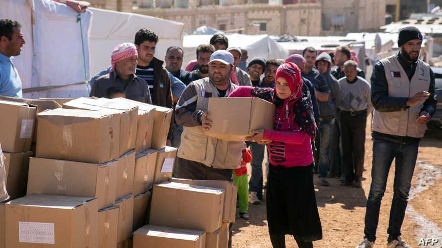 توزيع مساعدات إنسانية على لاجئين سوريين -أرشيف