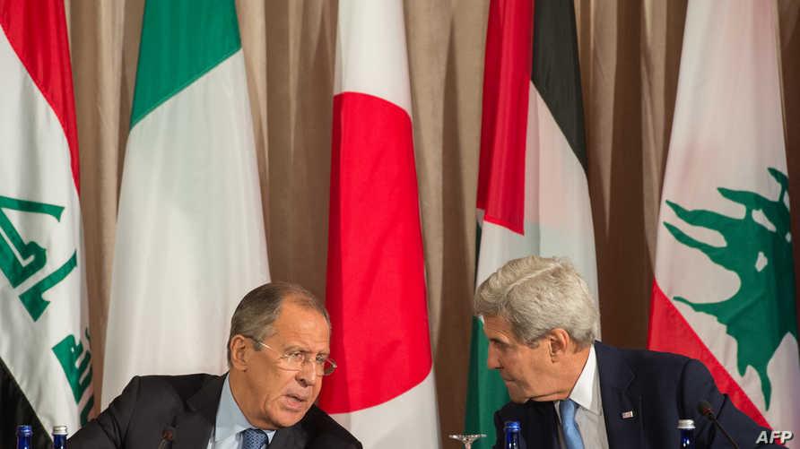 وزير الخارجية الأميركية جون كيري مع نظيره الروسي سيرغي لافروف في مقر الأمم المتحدة في نيويورك