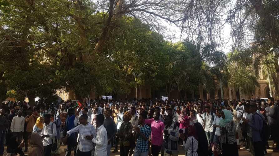صورة من تويتر لجانب من الاحتجاجات في جامعة الخرطوم