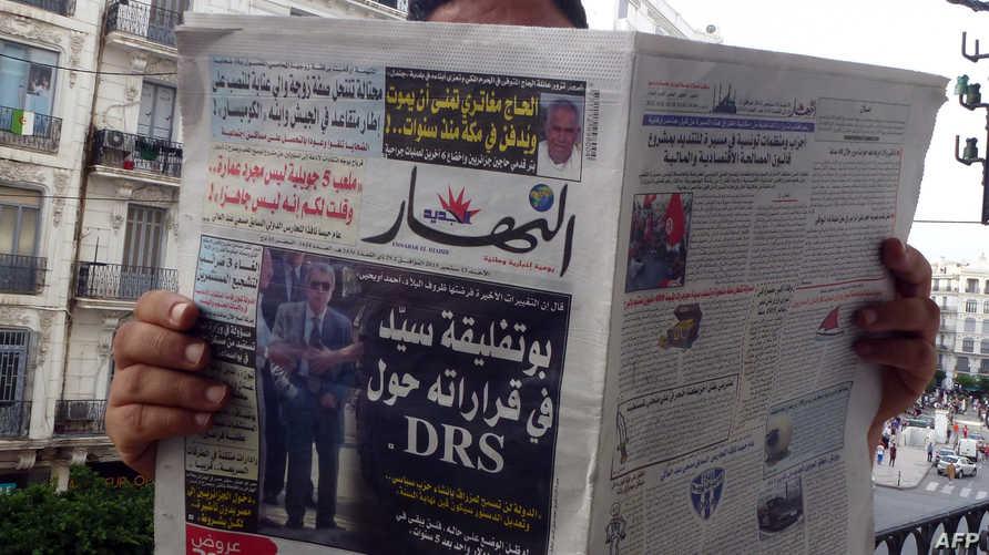 صورة نادرة للجنرال توفيق على الصفحة الأولى لصحيفة النهار الجزائرية
