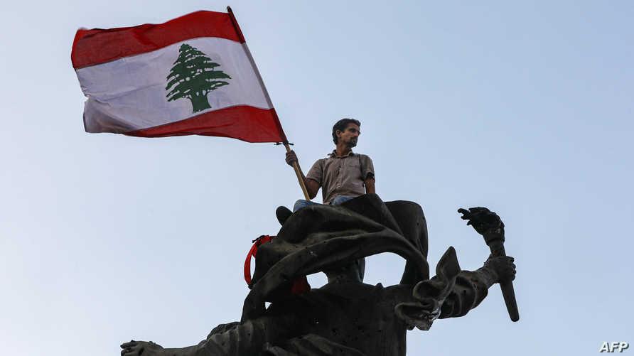 متظاهر لبناني في بيروت
