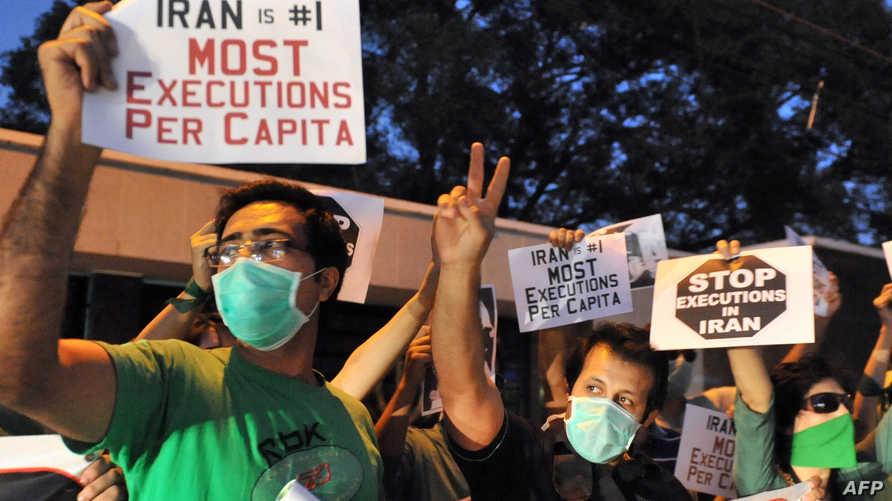 إيرانيون مؤيدون للمعارض مير حسين موسوي يطالبون بوقف تنفيذ أحكام الإعدام في إيران خلال اعتصام لهم أمام القنصلية الإيرانية في حيدر آباد في العام 2011