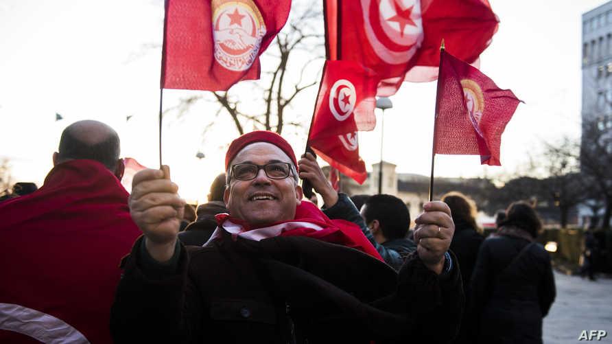 احتفالات في شوارع تونس بمناسبة فوز الرباعية التونسية بجائزة نوبل للسلام (أرشيف)