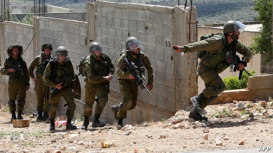 عناصر في الجيش الاسرائيلي خلال اقتحامها مخيما في نابلس - أرشيف