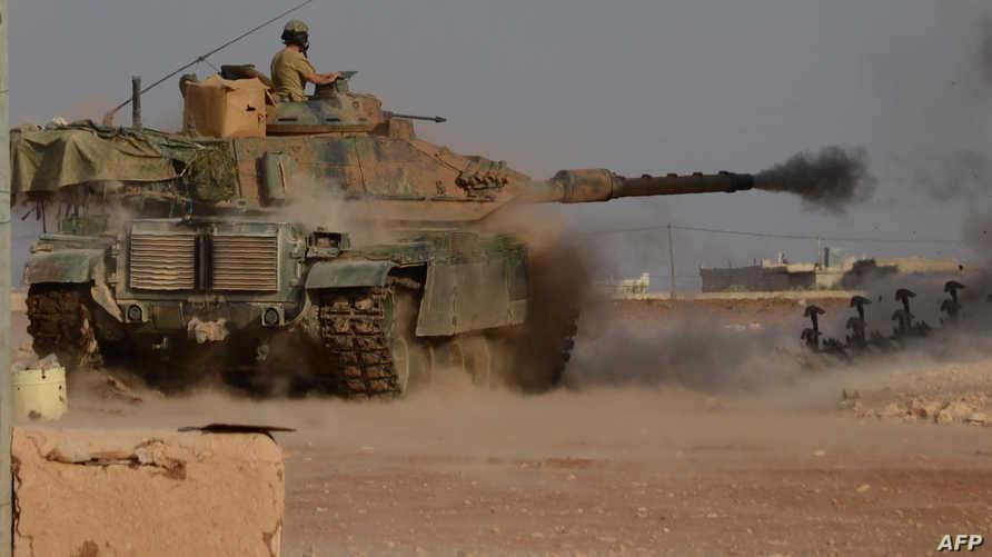 دبابة تركية قريبة من إحدى البلدات السورية الواقعة شمال حلب-أرشيف