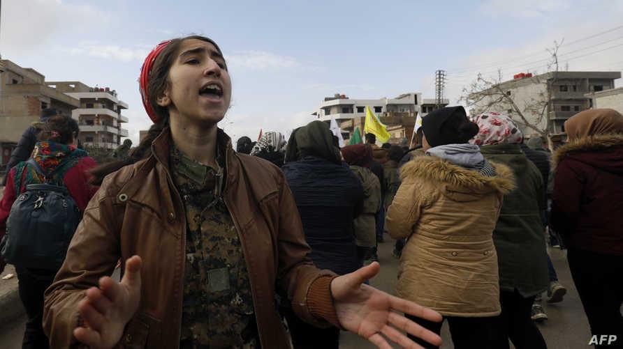 أكراد يتظاهرون في مدينة القامشلي ضد التهديدات التركية