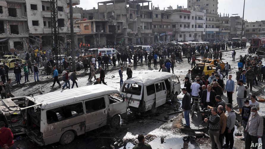 جانب من موقع التفجيرين في حي الزهراء في حمص