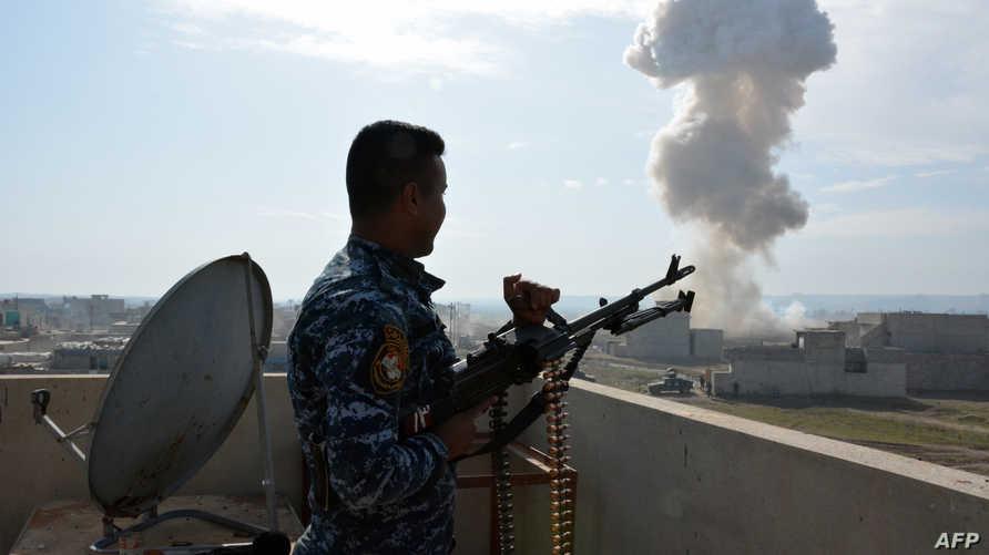 أحد عناصر القوات العراقية خلال المعارك في الموصل
