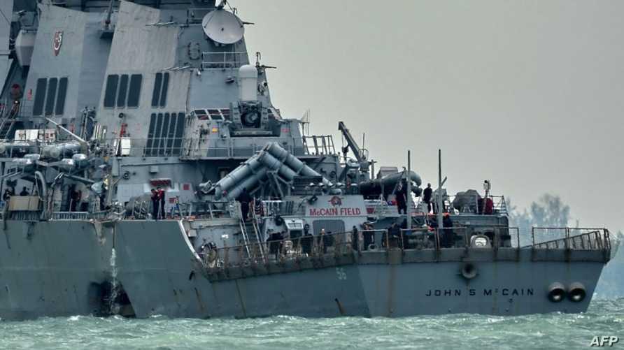 المدمرة USS John S. McCain بعد حادث الاصطدام