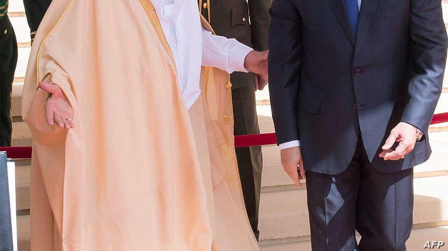 سلمان في استقبال السيسي لدى وصوله الرياض