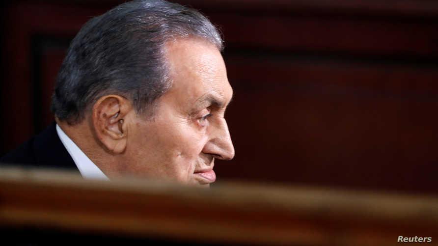 الرئيس المصري الأسبق حسني مبارك خلال إحدى جلسات محاكمته