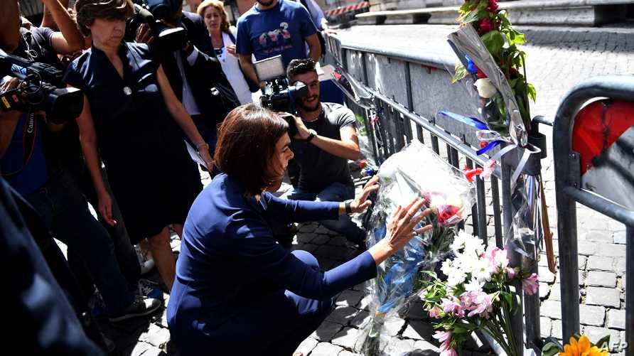 وضع الزهور تكريما لضحايا اعتداء نيس