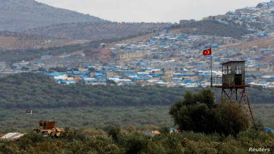 مركبة عسكرية تركية بالقرب من الحدود التركية مع سوريا