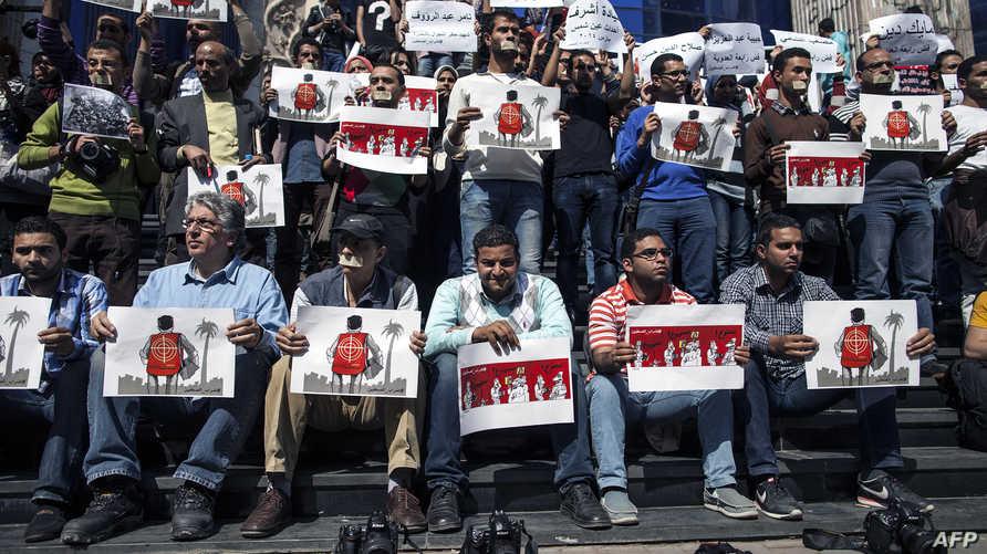 جانب من احتجاج صحافيين مصريين ضد القمع وانتهاك الحريات الاعلامية