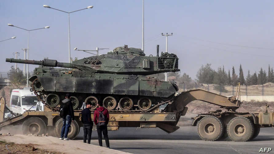 تعزيزات عسكرية تركيا عند الحدود مع سورية (أ ف ب)