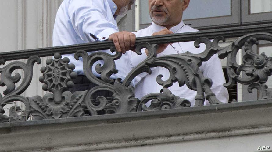 وزير الخارجية الإيراني جواد ظريف برفقة حسين فريدون شقيق الرئيس الإيراني حسن روحاني