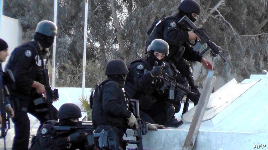 قوات الأمن التونسية خلال اشتباكات بن قردان