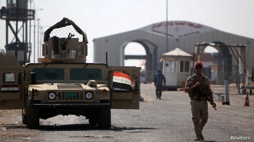 جندي عراقي في ميناء أم قصر بعد إغلاقه من جانب المتظاهرين