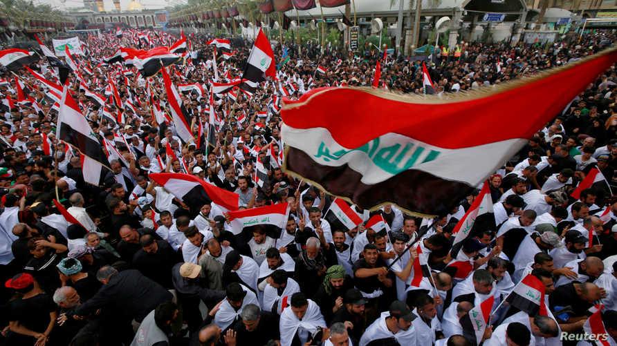 آلاف العراقيين أطلقوا شعارات مناهضة للفساد في مواكب الزوار المشاركين في إحياء ذكرى أربعينية الحسين في مدينة كربلاء بتاريخ 19 أكتوبر 2019