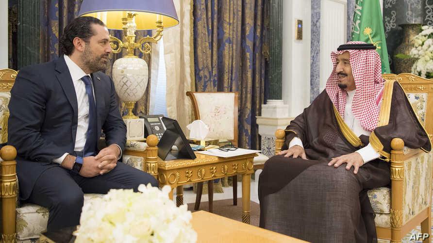 لقاء يجمع الملك سلمان برئيس وزراء لبنان سعد الحريري بعد يومين من تقديم الأخير استقالته من منصبه