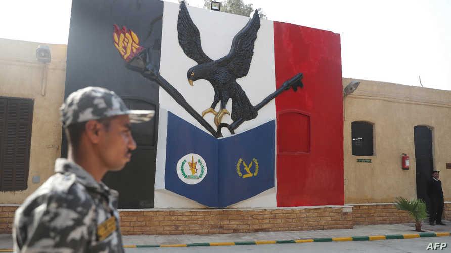 رجل أمن مصري في جولة مفتوحة للإعلاميين بسجن طرة  - 11 نوفمبر 2019
