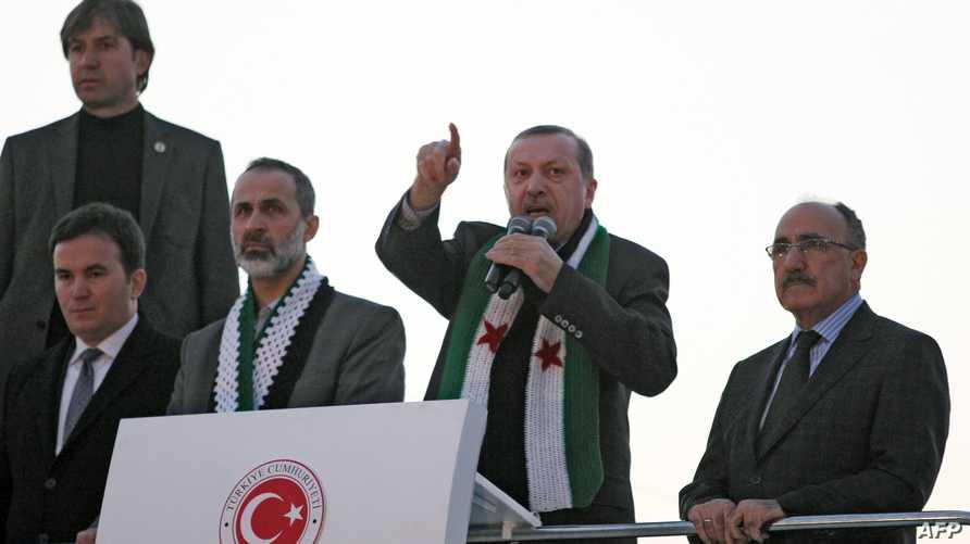 أردوغان خلال مخاطبته للاجئين السوريين