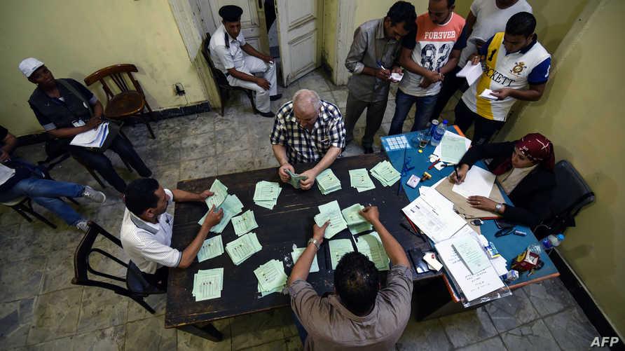 جانب من عملية فرز الأصوات في مصر