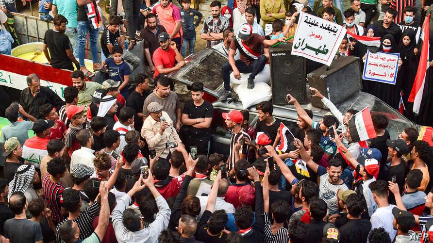 لافتات منددة بأتباع إيران في العراق