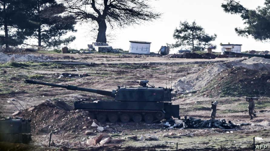 دبابة تركية قرب معبر حدودي مع سورية  في كيليس