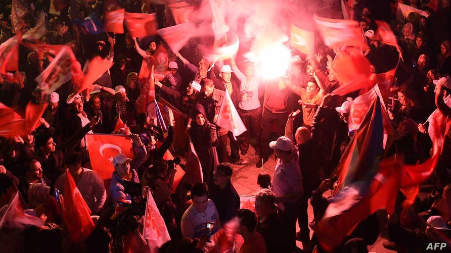 مؤيدو أردوغان يحتفلون بالفوز في الاستفتاء