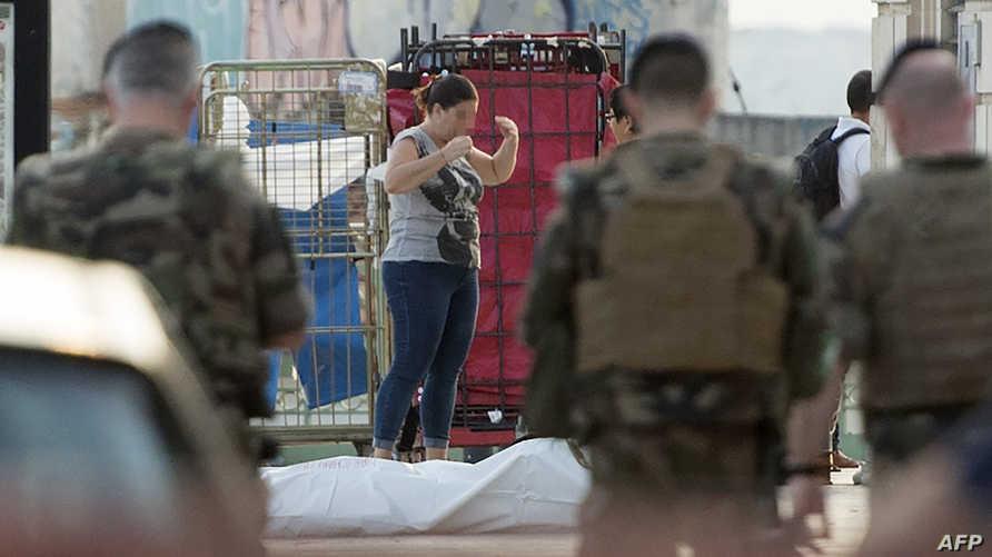 جنود فرنسيون وجثة منفذ الاعتداء بسكين في مرسيليا