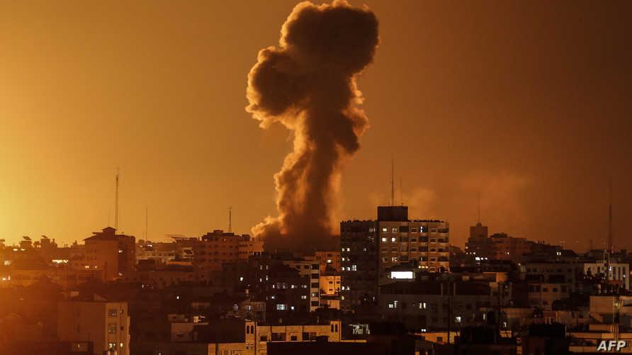 ارتفاع دخان بعد قصف مبنى قناة الأقصى التابعة لحركة حماس