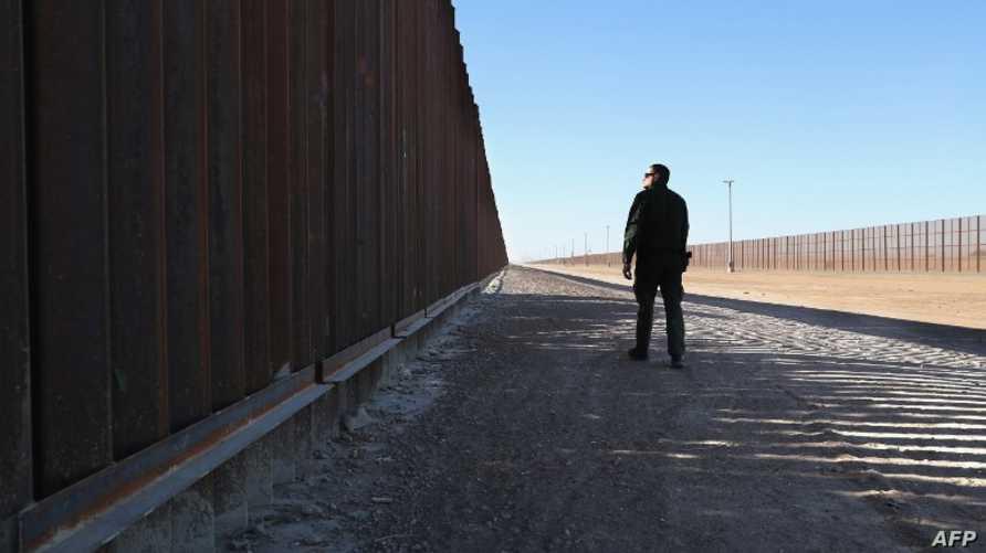 فاصل حدودي بين الولايات المتحدة والمكسيك