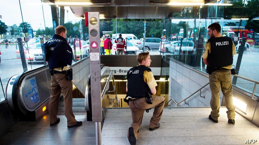 قوات الأمن الألمانية داخل المجمع التجاري في ميونيخ