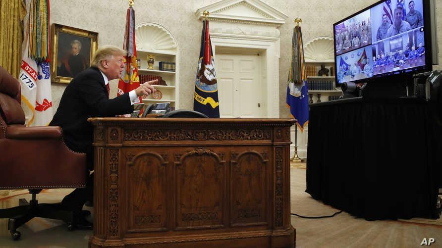 الرئيس ترامب يتحدث إلى جنود أميركيين عبر الفيديو