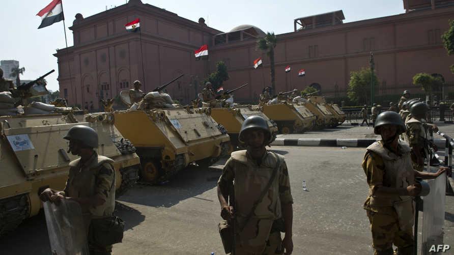 مدرعات الجيش المصري في ميدان التحرير بالعاصمة القاهرة. أرشيف
