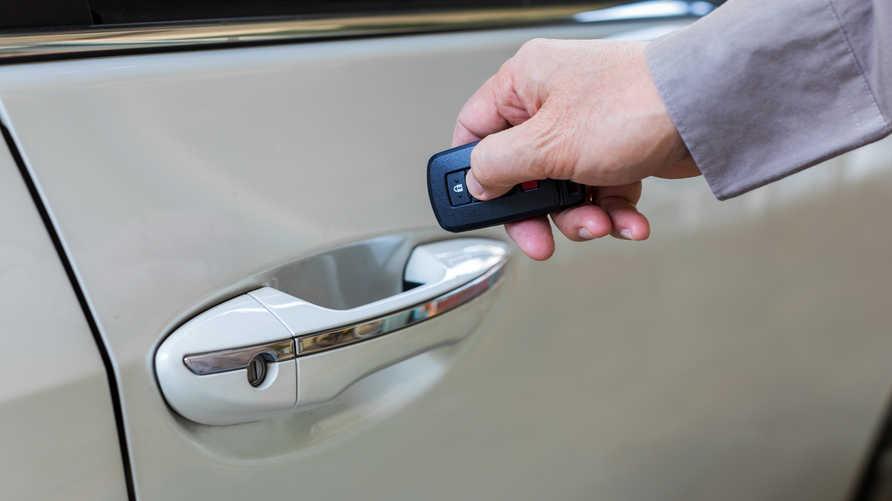 سيارة تفتح بدون مفاتيح