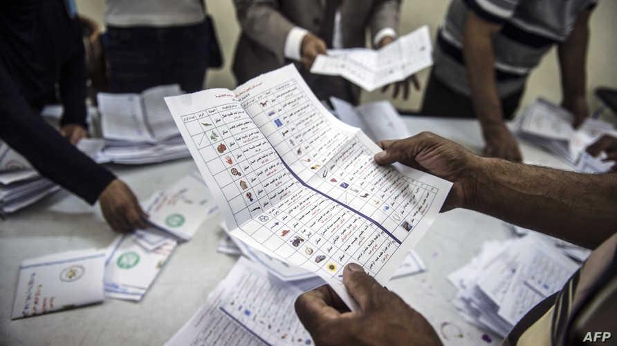 جانب من عملية فرز الأصوات في المرحلة الأولى للانتخابات البرلمانية المصرية